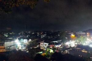 Pemandangan ke arah Gunung Merapi di kala malam